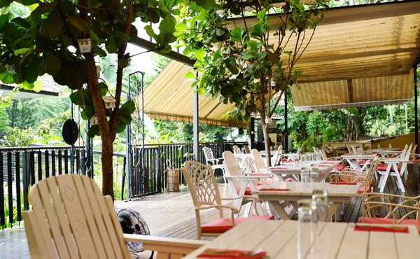 Nosh Restaurant And Bar At Rochester Drive